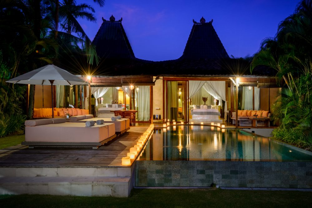 Villa-Shalimar-Cantik-The-villa-at-night