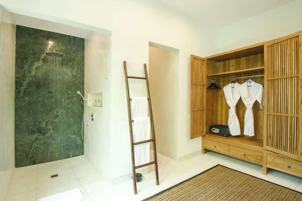 Villa Theo Umalas En Suite Bathroom