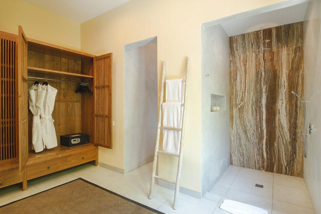 Villa Theo Umalas Guest Bathroom