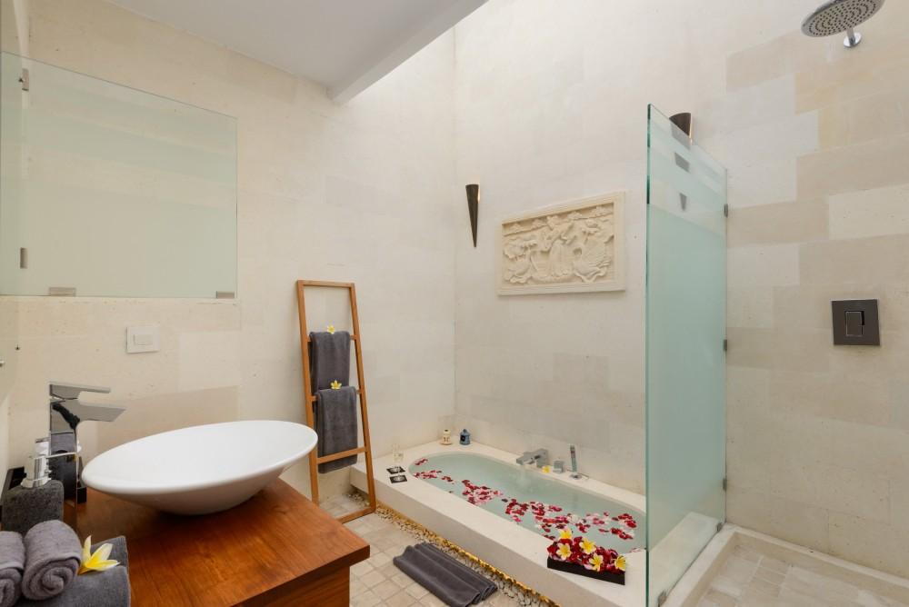 villa-miro-bali-bathroom