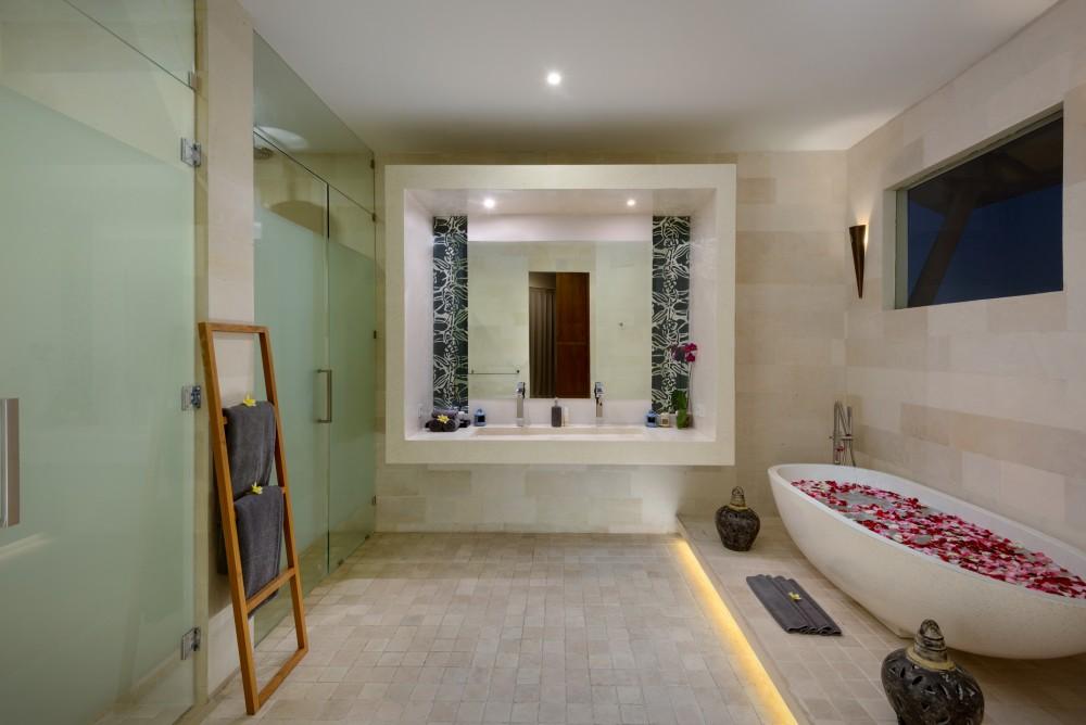 villa-miro-bali-bathtub-1
