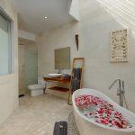 villa-miro-bali-bathtub