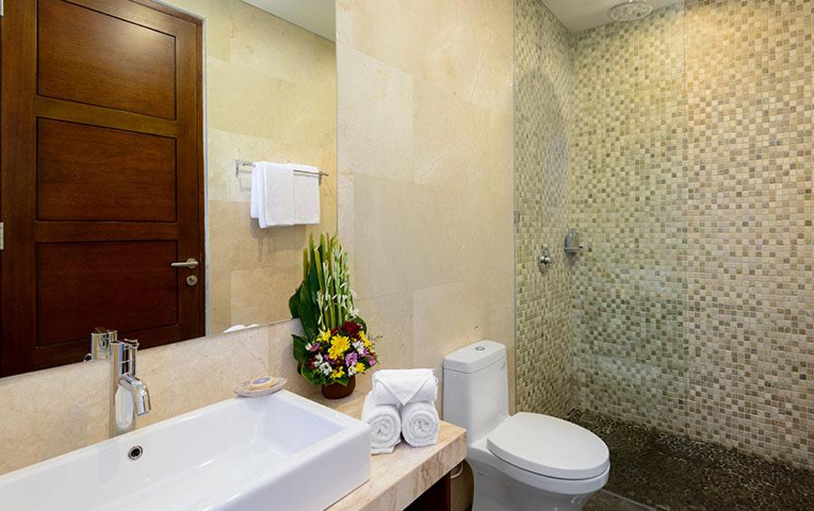 villa-sophia-legian-bathroom-view