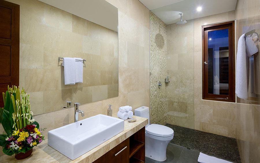villa-sophia-legian-bathroom