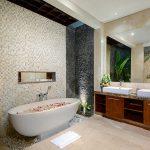 villa-sophia-legian-bathtub