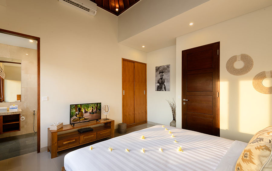 villa-sophia-legian-bedroom-tv