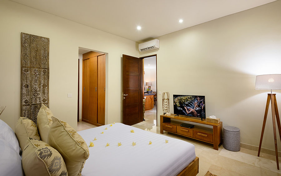 villa-sophia-legian-bedroom-view-tv
