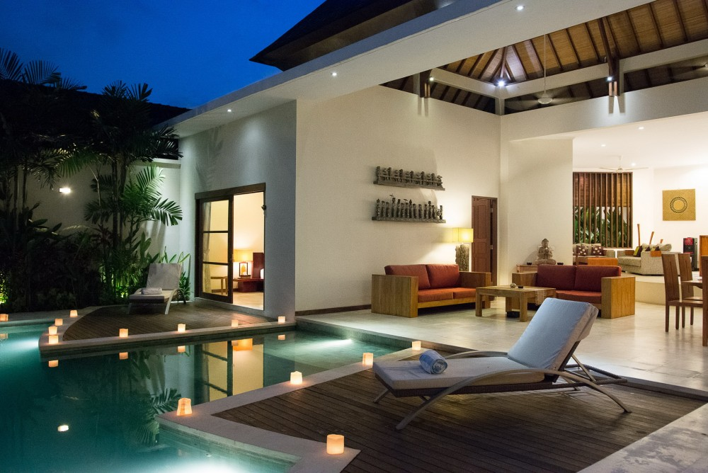 villa-suliac-bali-pool-living-area-night